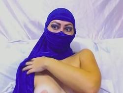Arabian Babe In Hijab Enjoys Deep Gaping Anal Toying