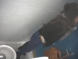 Toilet voyeur 07