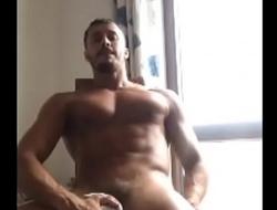 Diego Barros Brincando com Seu Pauz&atilde_o Debaixo da Camisa / Playing with Big Cock